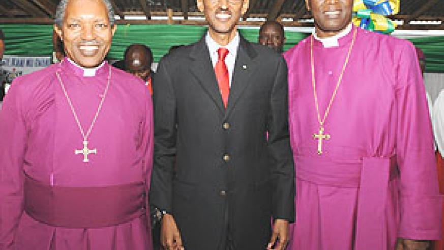 President Paul Kagame with the Archbishop of the Anglican Church of Rwanda, Rt Rev Emmanuel Kolini (L) and Bishop elect of Shyira diocese, Rev. Dr Laurent Mbanda (R)  at the consecration ceremony yesterday in Musanze district. (Photo/Urugwiro Village)