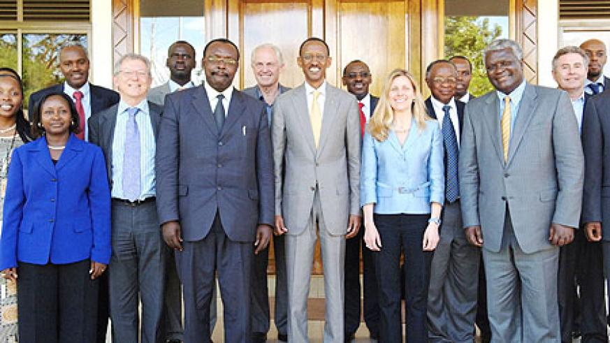 President Paul kagame with PAC members at Urugwiro Village yesterday. (Photo by Urugwiro Village)