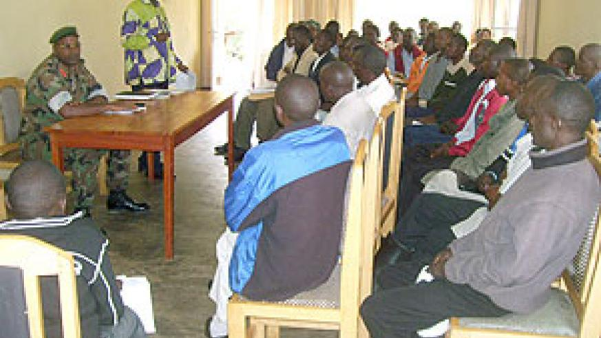 Fred Nyamurangwa addressing ex-combatants. (Photo: A. Gahene)