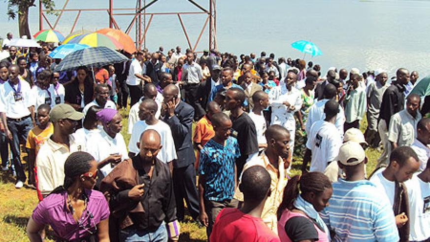 Mourners at Lake Mugesera where tens of thousands died. (Photo: S. Rwembeho)
