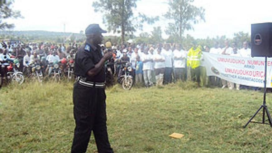Supt. Damien Gasana speaking to Nyagatare residents who joined Police to commemorate its 10th anniversary at Umutara Polytechnic. (Photo: D. Ngabonziza)