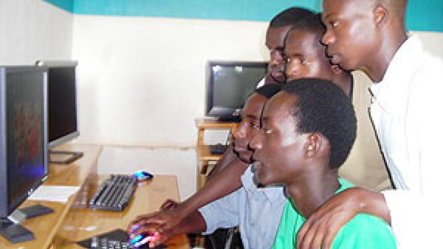 Students at the School of Journalism during a practical in the computer lab (Photo; A. Kareba)