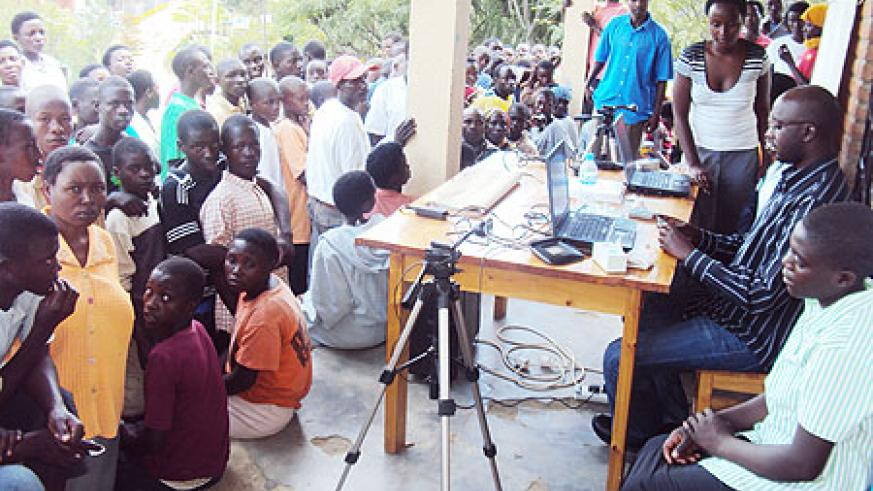 Many residents turned up on the final day to verify their names on voter's registers. (Photo S. Nkurunziza)