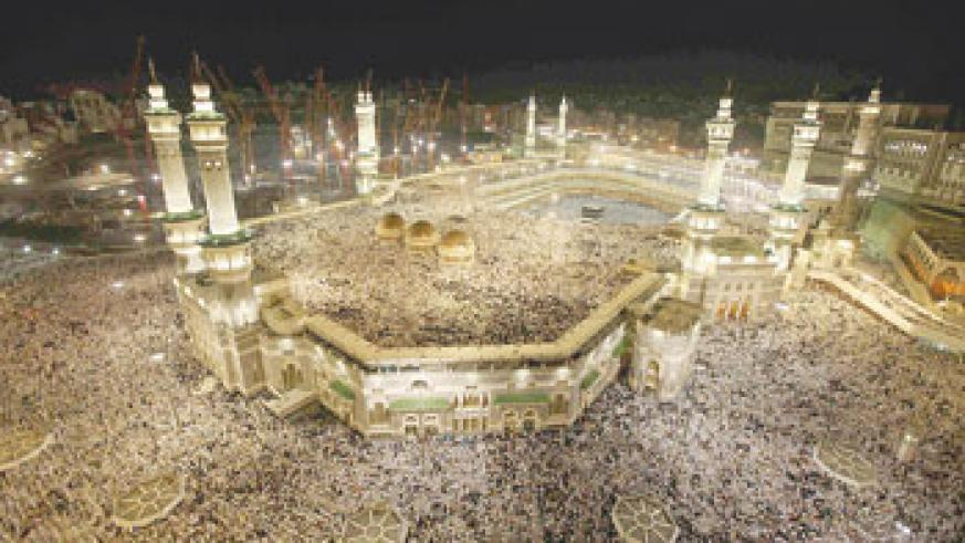 Muslim pilgrims circle the Kaaba at the center of the Grand mosque in Mecca during the annual Hajj pilgrimage November 11, 2010. Net photo