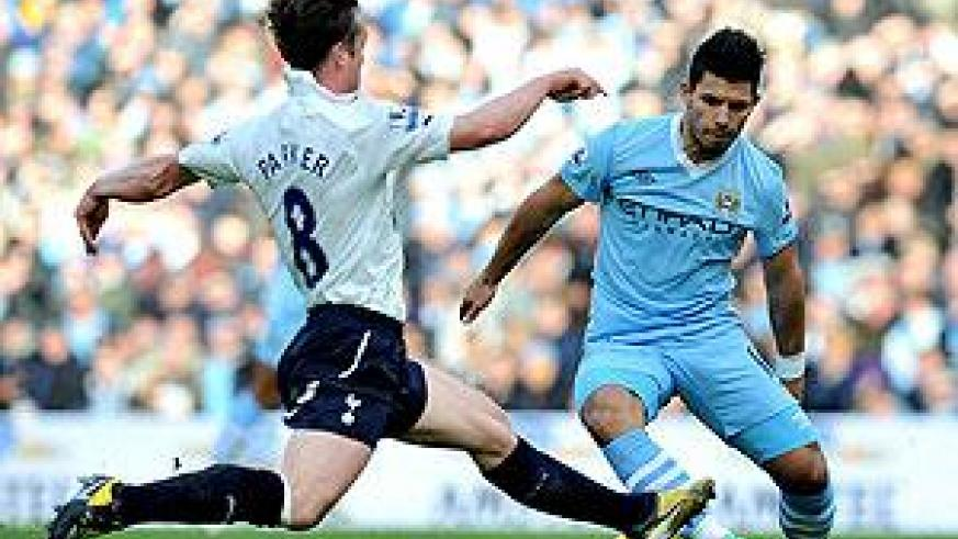 Sergio Aguero (right) appeared to be City's most prominent threat in the early stages of the season, but he has been silent in recent weeks. Net photo.