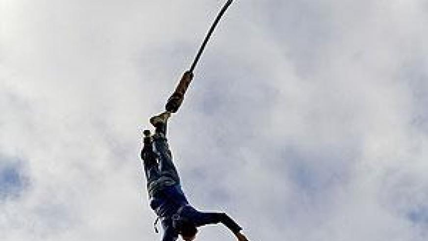 A bungee jumper floating across the sky. Net photo