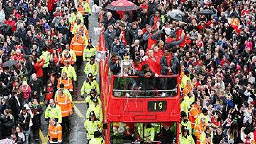 Manchester United players take part in a bus parade carrying the players and officials through Manchester City centre after winning last season's EPL title. Net photo