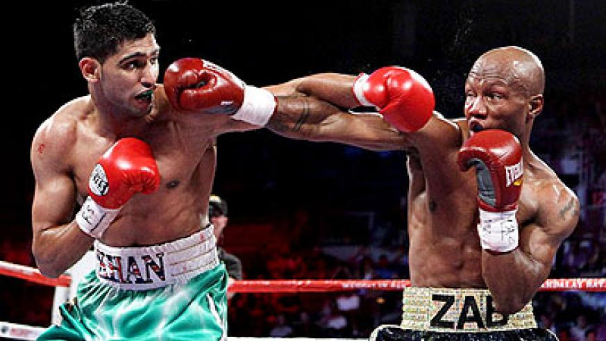 Zab Judah (right) lost to his junior welterweight title last year in a fifth-round knockout loss to Amir Khan (left). (Net photo)