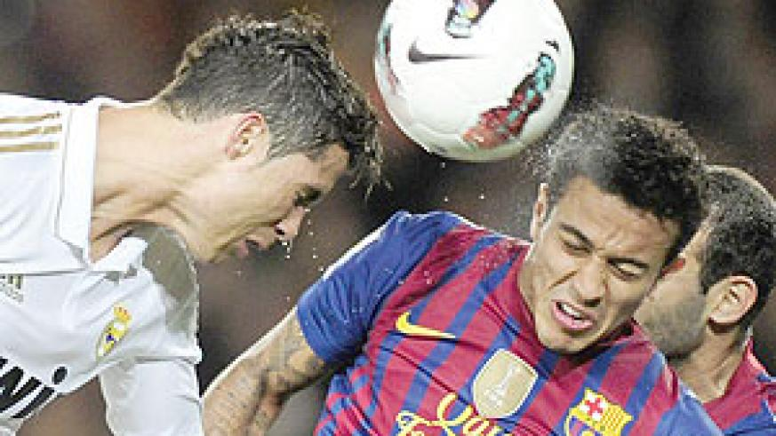 Real Madrid's Portuguese forward Cristiano Ronaldo (L) heads the ball next to Barcelona's Chiliean forward Alexis Sanchez (R). Net photo.