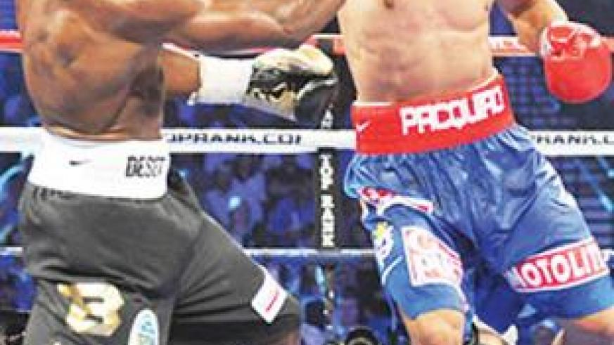 Manny Pacquiao outlanded Timothy Bradley in 10 of 12 rounds, yet two of three judges awarded the win to the American fighter. Net photo.