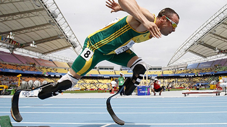 Pistorius becomes the first ever amputee to participate at the able-bodied Games. Net photo.
