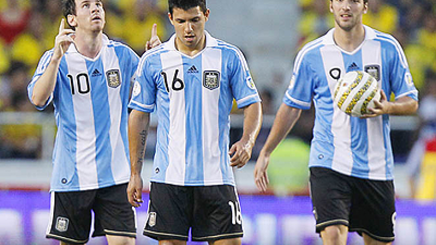 Lionel Messi (L) has been deployed just behind the two strikers Sergio Aguero (C) and Gonzoal Higuain (R). Net photo.