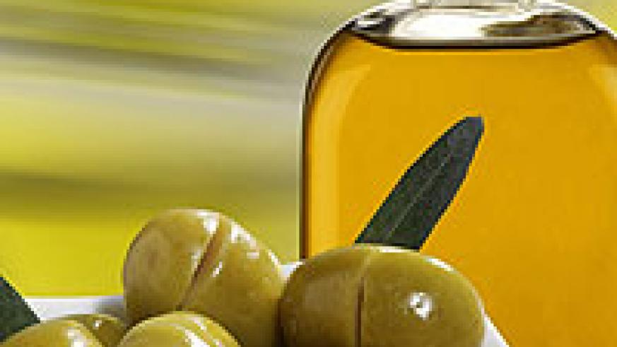 Olive oil is healthier and best for frying foods. Net photo.