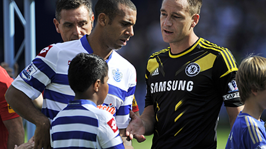 Anton Ferdinand (L) refusing to shake the hand of John Terry. Net photo.