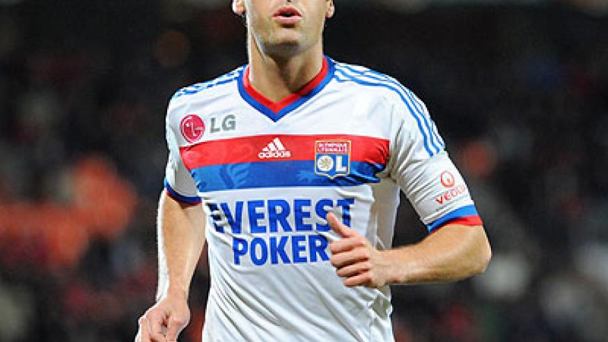 Yoann Gourcuff will be missing for Lyon when they take on a resurgent Paris St Germain. Net photo.