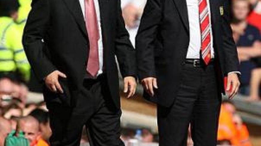 Sir Alex Ferguson (right) and Rafael Benitez (left) are best of enemies. Net photo.