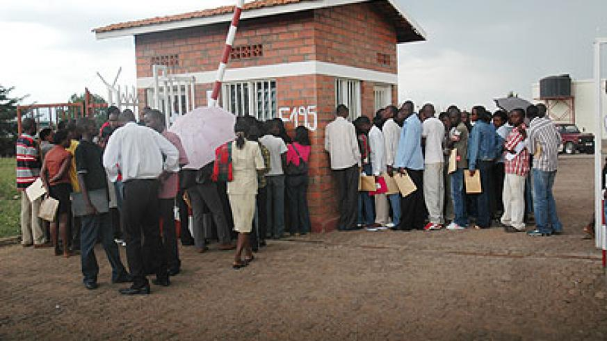 Youth line up at a jobs centre. Many unemployed youth could easily get jobs in their home districts. The New Times / File.