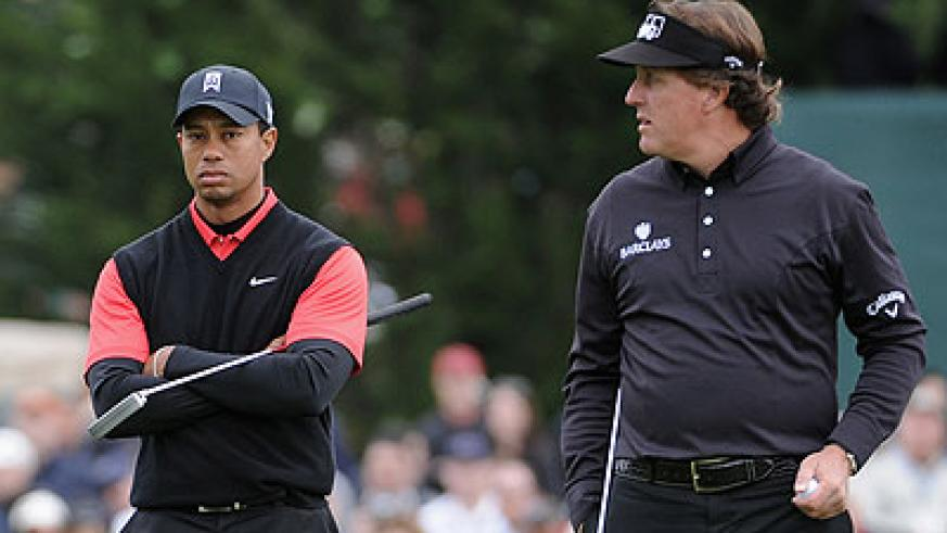 Tiger Woods (left) and Phil Mickelson are both eying victory next week in the year's opening major. Net photo.