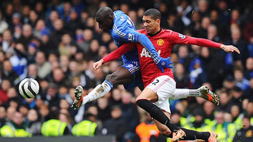 Chelsea striker Demba Ba battles with Manchester United defender Chris Smalling during the FA Cup with Budweiser Sixth Round Replayat Stamford Bridge, which Chelsea won 1-0. Net photo