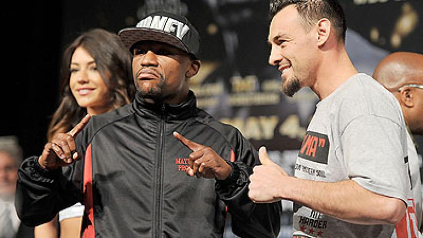 Robert Guerrero (right) feels his diverse fight experience will allow him to beat Floyd Mayweather Jr. Net photo.