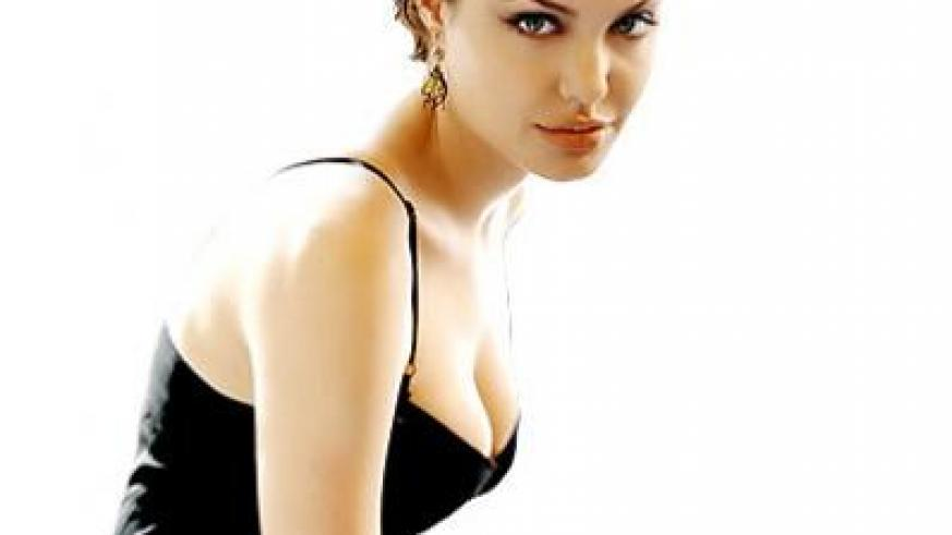 Hollywood actress and director Angelina Jolie took the brave decision to remove her breasts to avoid complications of breast cancer. Net photo.