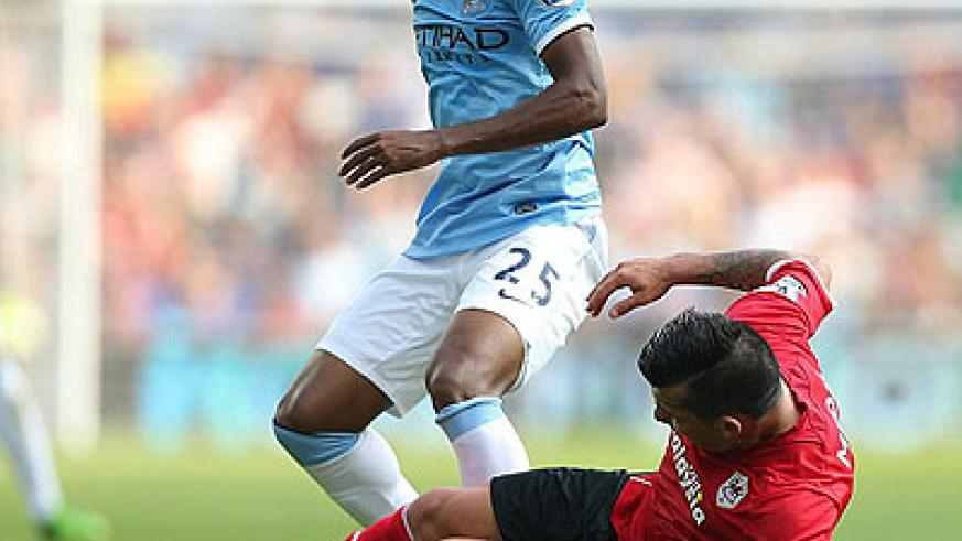 Cardiff's Gary Medel vies for possession with City's Fernandinho. Net photo.