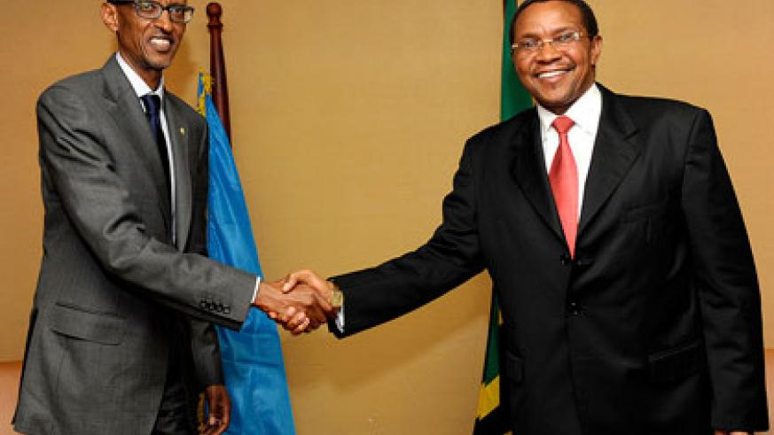 Presidents Kagame and Kikwete during the bilateral talks at the Commonwealth Munyoyo Resort in Kampala yesterday. The New Times/ Village Urugwiro.