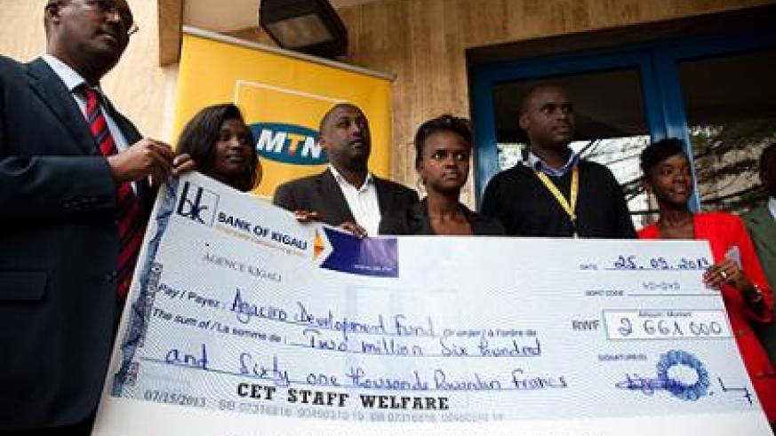 Kagabo (L), poses in a group photo with MTN call centre staff after receiving their contribution to Agaciro Development Fund.   The New Times/ Timothy Kisambira