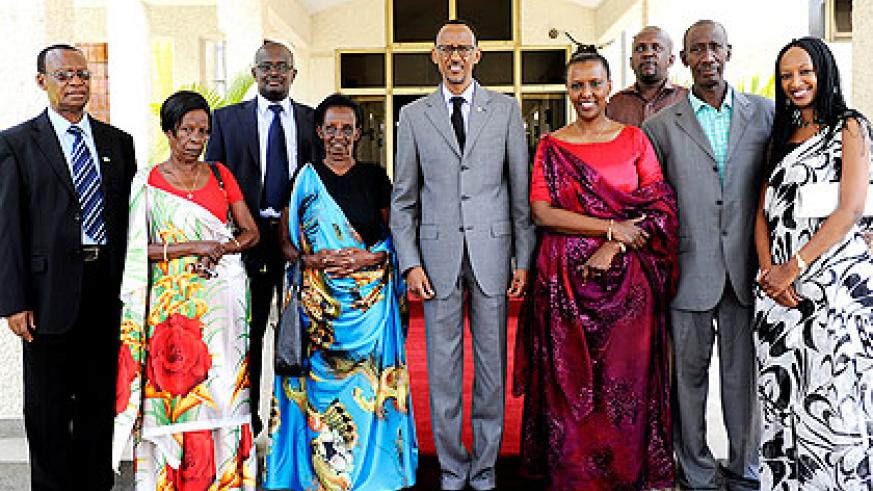 President Kagame poses for a group photo with sworn-in CEO of RDB, Amb Valentine Rugwabiza Sendanyoye and members of her family.