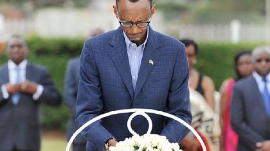 President Kagame lays a wreath in memory of the Heroes. Sunday Times/Village Urugwiro