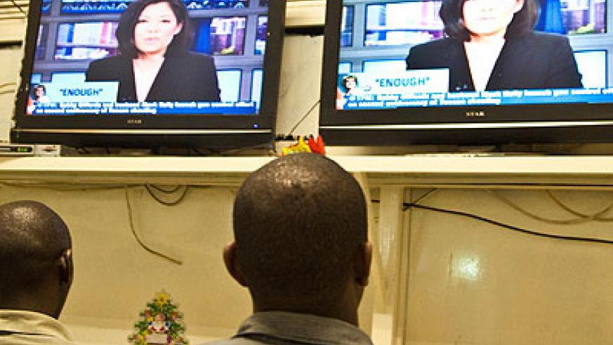 People watching television. Rura begun analogue switch-off in phases on Friday. The New Times/ File.