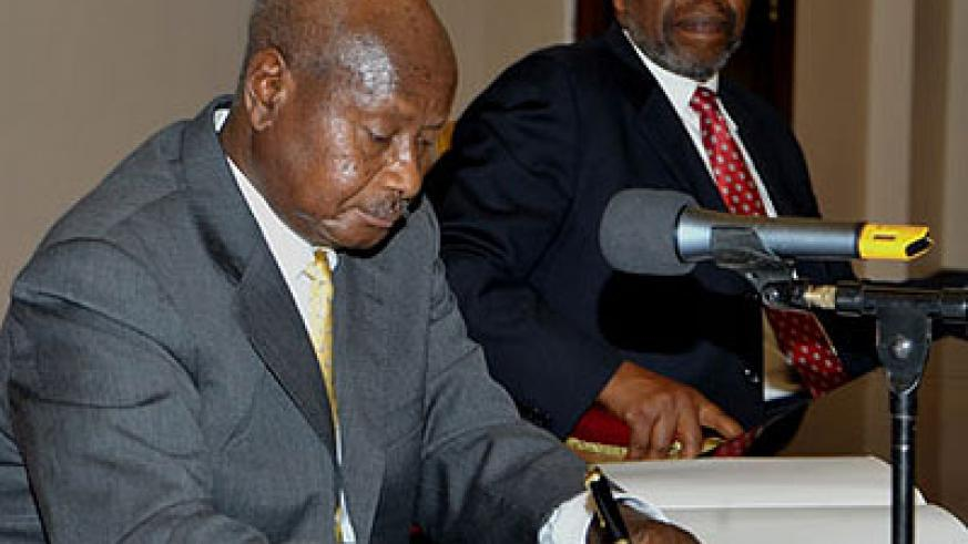 President Museveni signs the anti-gay Bill at State House, Entebbe yesterday.  Net photo.