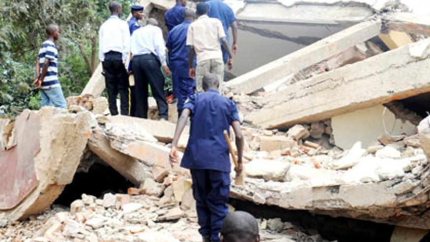 Police and volunteers look for survivors at a scene of a building collapse in Kacyiru Sector, Kigali, in 2012. File.