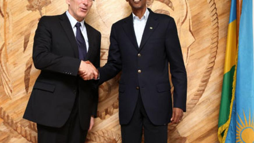 President Kagame poses with EU's Piebalgs in Kigali yesterday. Village Urugwiro.
