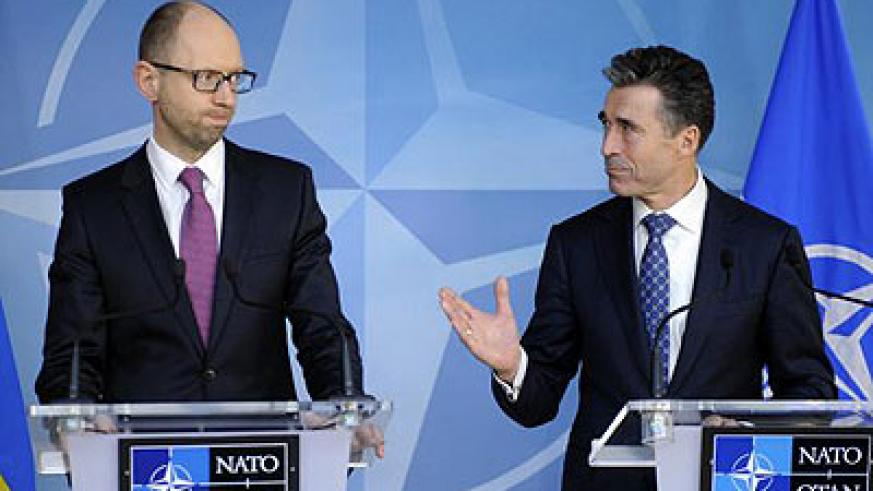 Ukraine's Prime Minister Arseniy Yatsenyuk (L) holds a new conference with NATO Secretary-General Anders Fogh Rasmussen at the Alliance headquarters in Brussels March 6, 2014. Net photo.