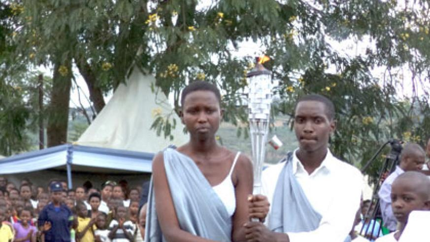 The Flame as it arrived in Ntarama Sector, Bugesera District from Rwamagana. (Jean Pierre Bucyensenge)