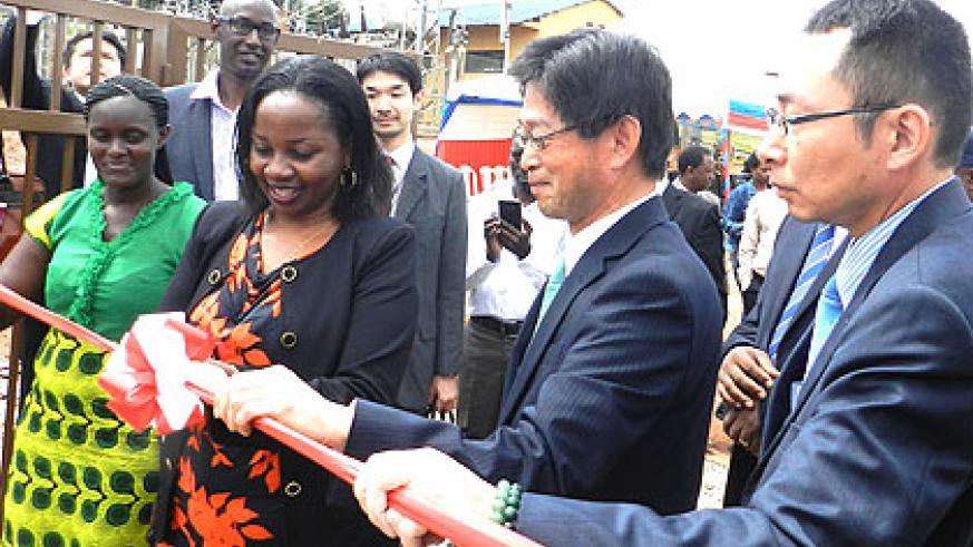 Isumbingabo (2nd L) and Ogawa (C) inaugurate a substation in Musha. (Stephen Rwembeho)