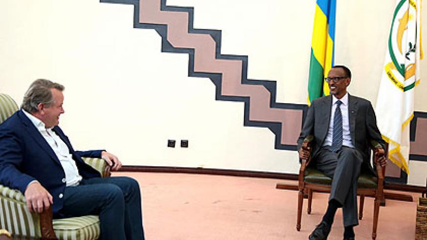 President Kagame and Julian Ozanne, the chief executive of New Forests Company, meet at Village Urugwiro yesterday. (Courtesy)