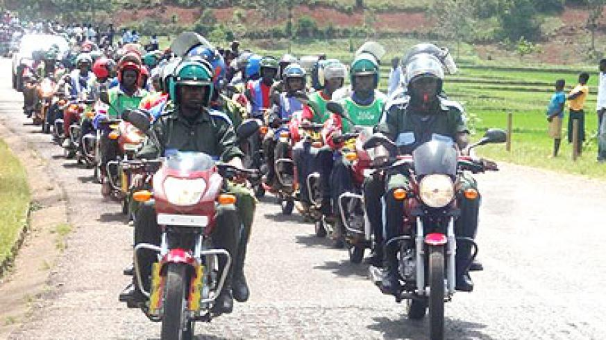 The Kwibuka Flame was escorted to Kirehe by a convoy of dozens of vehicles and motorcycles. (Jean-Pierre Bucyensenge)