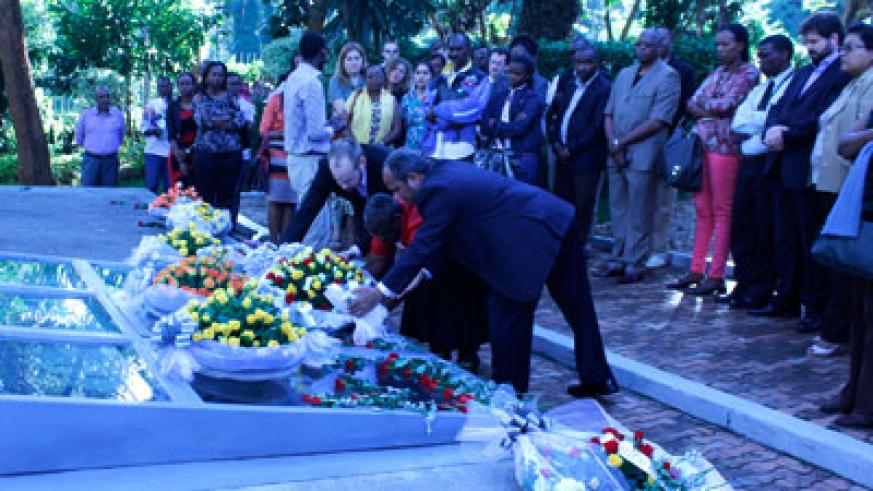 Ningo members lay a wreath in honour of the victims killed during the 1994 Genocide against the Tutsi.  Timothy Kisambira.