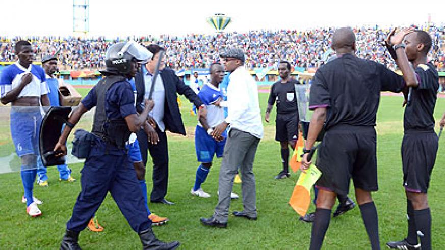 Police come restrains angry Rayon sports coach Luc Eymael and players Robert Ndatimana and Cedric Amissi after the Sunday game. S. Ngendahimana.