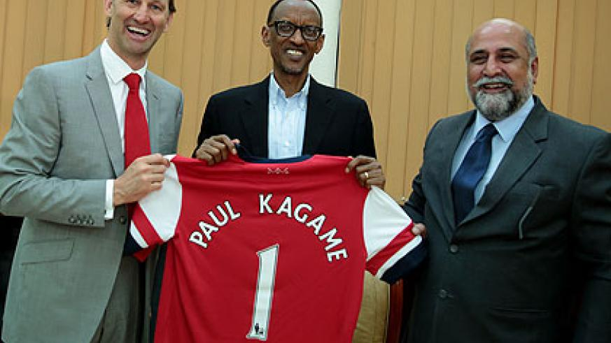 President Kagame receiving an Arsenal jersey from Tony Adams (L) as Airtel MD, Teddy Bhullar, looks on. (Village Urugwiro)