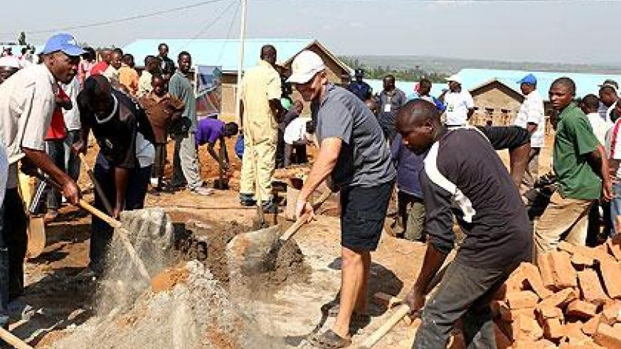 Foreigners join locals in Umuganda to build a home for Rwandans evicted from Tanzania. (File)