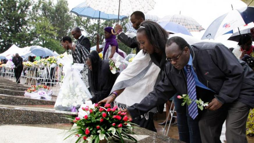 Mourners lay wreaths in respect of the 1994 Genocide victims at Rebero Memorial. (File)