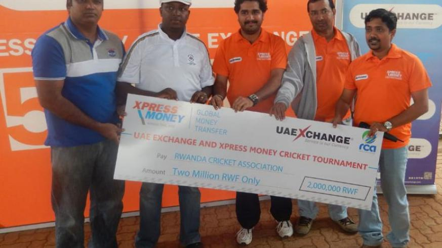 RCA boss Haba (2nd from left) and his deputy Srinath Vardhinen (L) receiving the dummy cheque from Xpress Money regional marketing manager Bulath (2nd from right). (Pontian Kabeera)