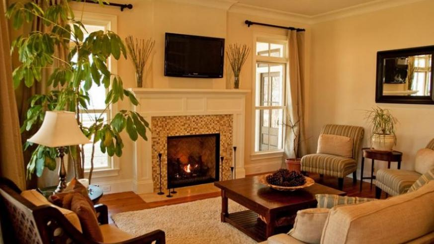 For A Cozy Feeling, Lamps Add Subtle Lighting To The Room. (Net Photo