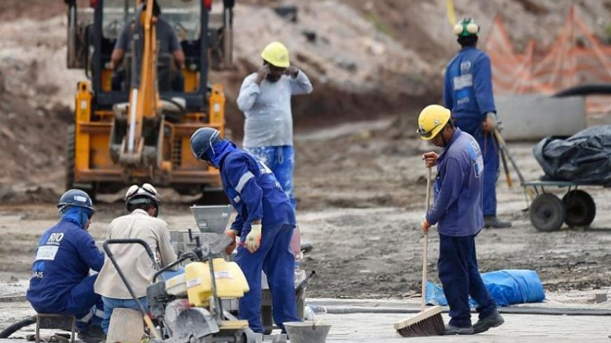 Construction workers outside the Olympic Park in Rio. President Dilma Rousseff's impending trial won't affect preparations for the Olympics. (Net photo)