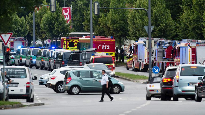 Police and firefighters are seen near the shopping mall in Munich. / Matthias Balk/AFP/Getty Images