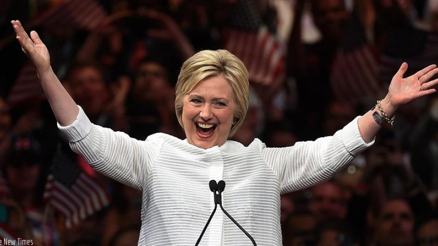Hillary Clinton acknowledges celebratory cheers from the crowd (Net photo)