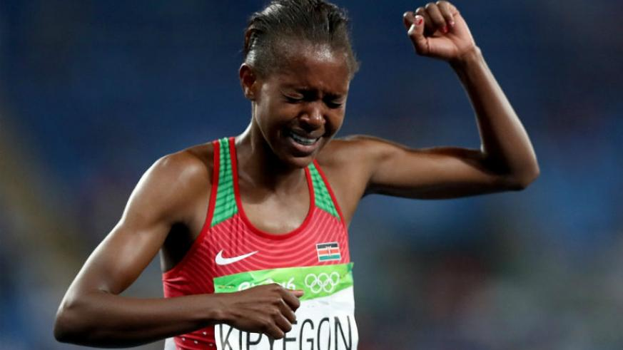 Kenya's Faith Chepngetich Kipyegon struggles to containl her emotions after winning the gold medal. / Internet photo